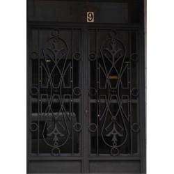 Puerta forja negra abstracta