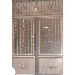 Puerta forja gris trébol