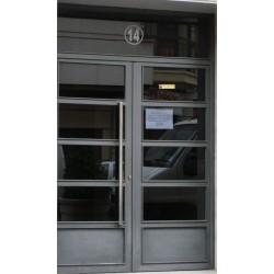 Puerta gris recta