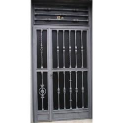 Puerta forja gris abstracta